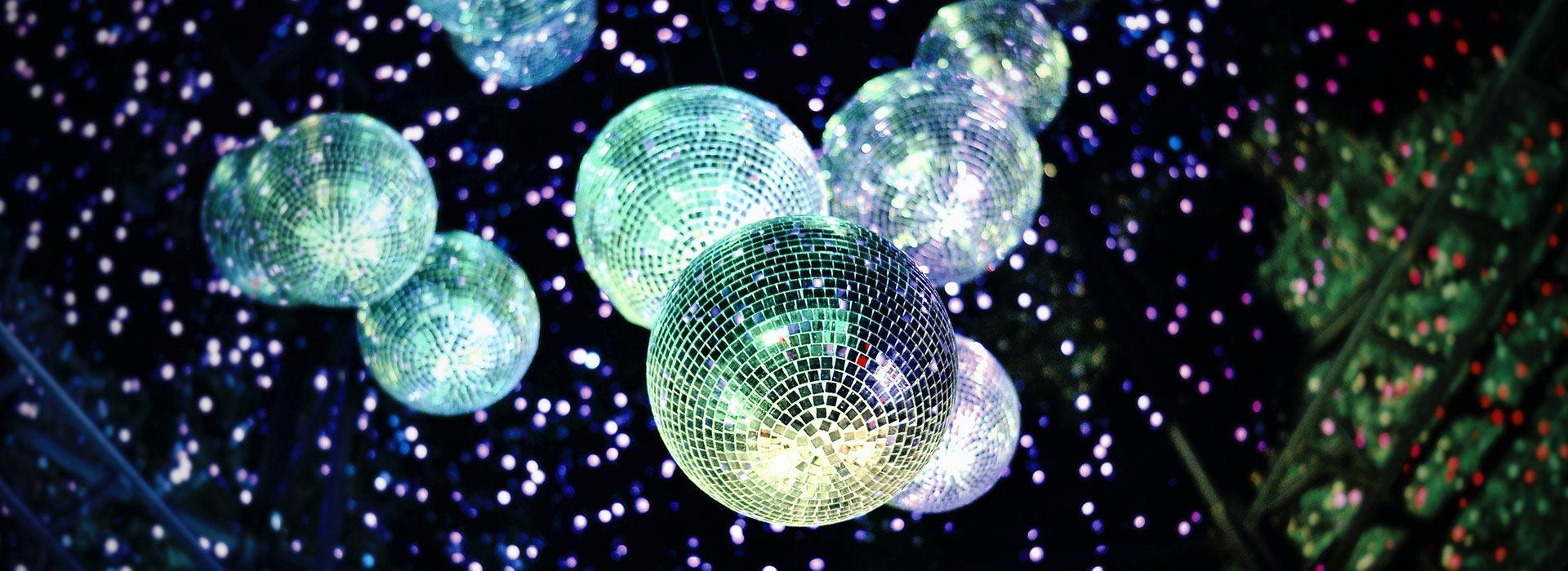 boules a facettes mise en lumiere et decoration soiree dansante